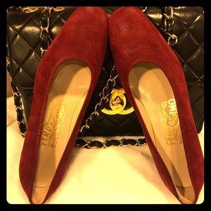 Red wine Ferragamo women's shoes in size 6.